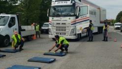 Colorno: controlli sui pesi dei mezzi pesanti in transito sul Ponte del Po