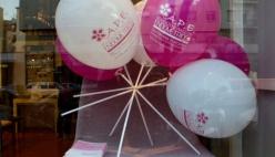 Le vetrine si tingono di rosa per il mesedella consapevolezza dell'endometriosi