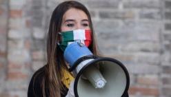 Mascherine tricolori di nuovo in piazza anche a Parma
